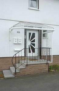 Kleines Vordach aus Glas