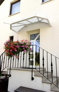 Vordach eines Mehrfamilienhauses von Bölsche Glas